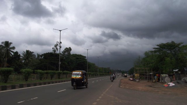 Monsoon-cloud-on-bbsr-sky