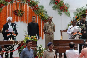 Ranchi, Jharkhand 18 May 2015 :: Chief Justice of Jharkhand High Court Justice Virender Singh administers oath of office to new  Jharkhand Governor Draupadi Murmu  at Rajbhawan in Ranchi, Jharkhand on Monday. Draupadi Murmu is first tribal women Governor of the Jharkhand. Photot-Ratan Lal