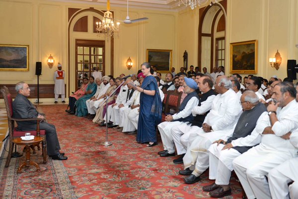 Sonia Gandhi Leads Congress March Against Intolerance to Rashtrapati Bhawan
