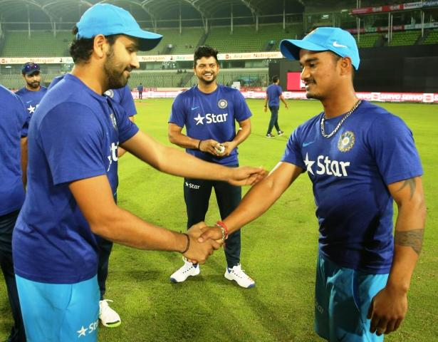 pawan-negi-played-first-t-20