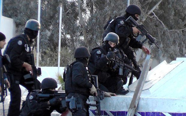 Tunisian special forces take position du