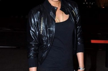 Black-leather-jacket-Priyanka-Chopra-red-roses-640x920