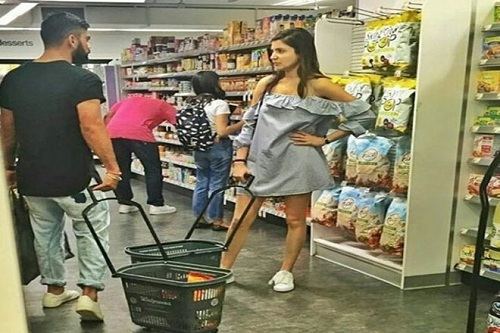 Anushka-Sharma-and-Virat-Kohli-go-grocery-e1500093315101
