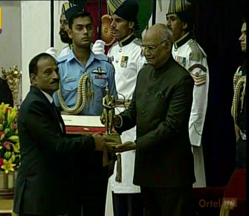 Braja-Bhushan-receiving-Dronacharya-Award-from-President-Kovind