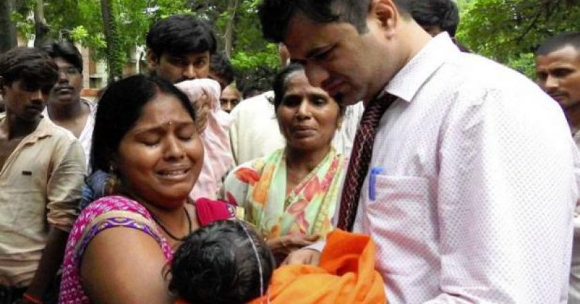 Dr Kafeel-holding-a-sick-child