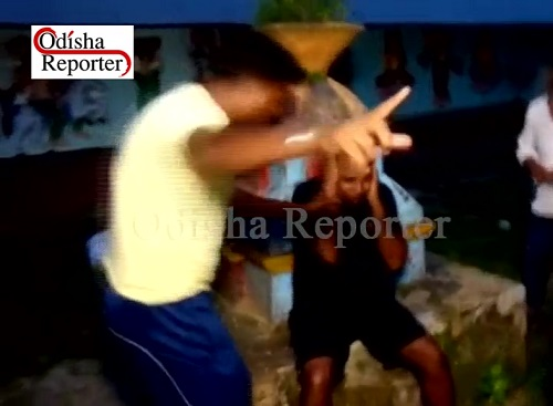 Fraudster-thrashed-by-people