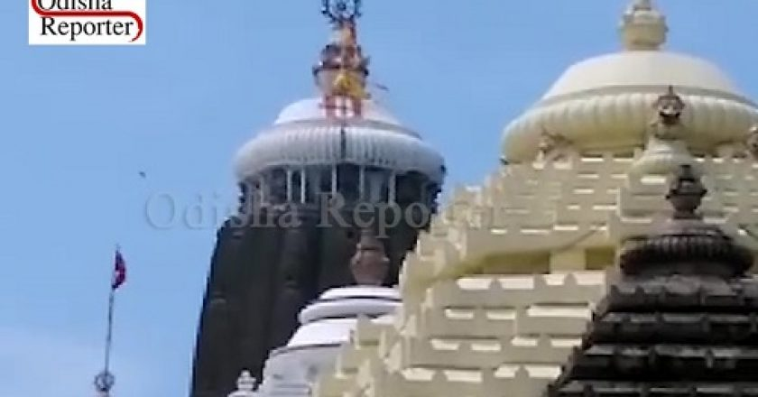 Puri-Jagannath-Temple-Flags
