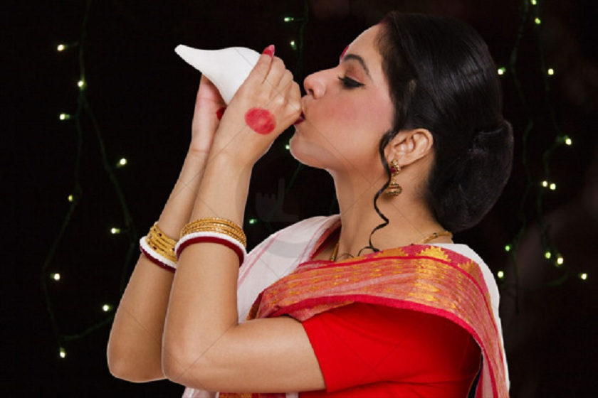 Woman-blowing-shankha