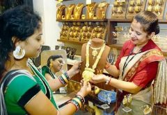 Gold-jewelery-shopping
