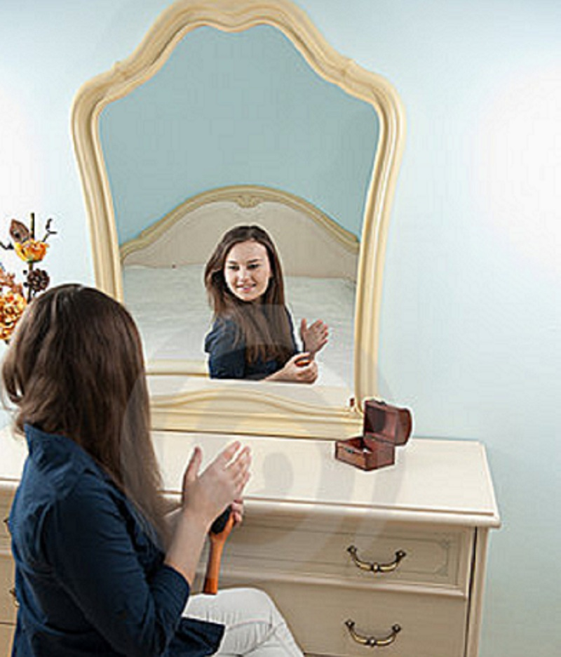 woman-in-front-of-mirror
