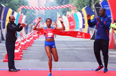 Almaz-Ayana-International-Elite-Women-Winner-at-the-finish-Line-of-ADHM-2017-1