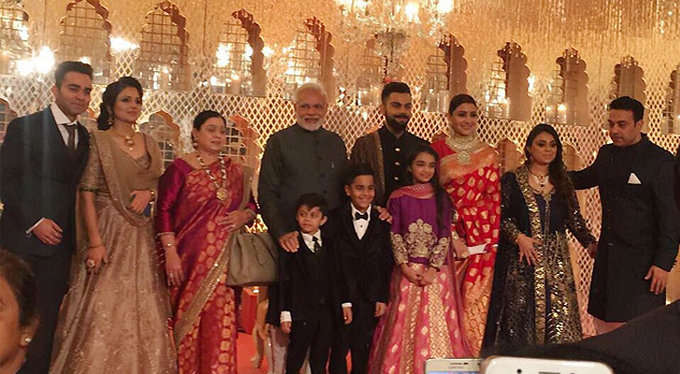 modi-with-virat-family_15