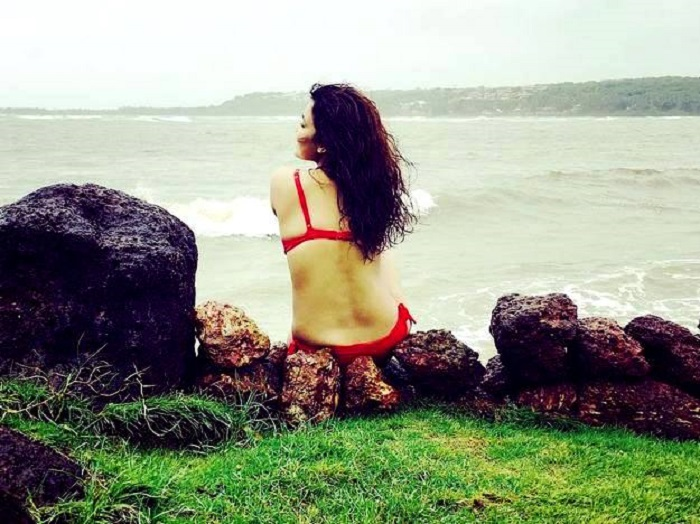 chitrashi-rawat-hot-bikini-photo1