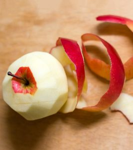 Top-5-Benefits-Of-Apple-Peel-For-Skin-Hair-And-Health-1