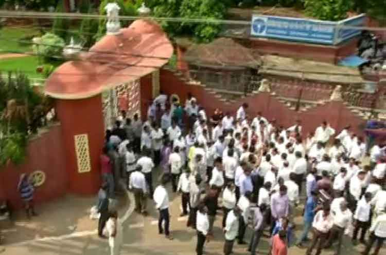 Lawyers of Orissa High Court intensify their agitation