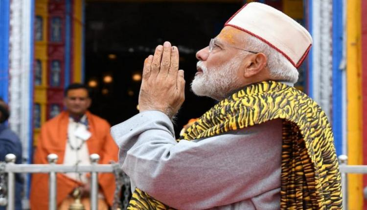 PM-Modi-Prays-at-Kedarnath-Temple-2-F