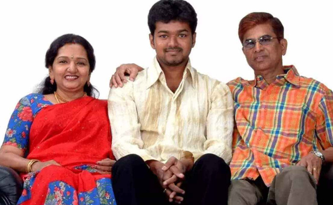 Thalapathy Vijay with parents